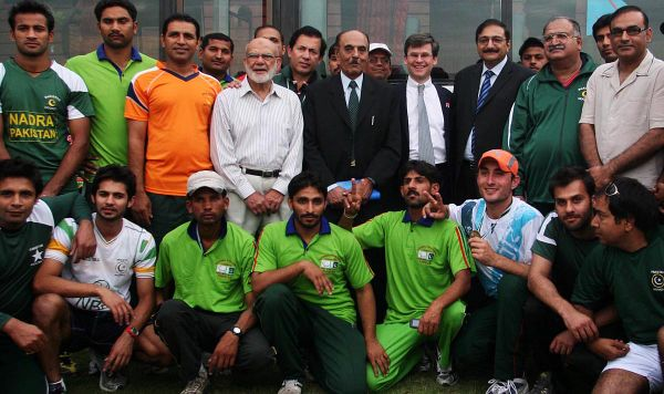 ISLAMABAD: Apr19 – British High Commissioner Adam Thomson and Chairman PCB Zaka Ashraf posing for a group photo with the players of national hockey team and Olympians during a ceremony in connection to London Olympics, at British Club.
