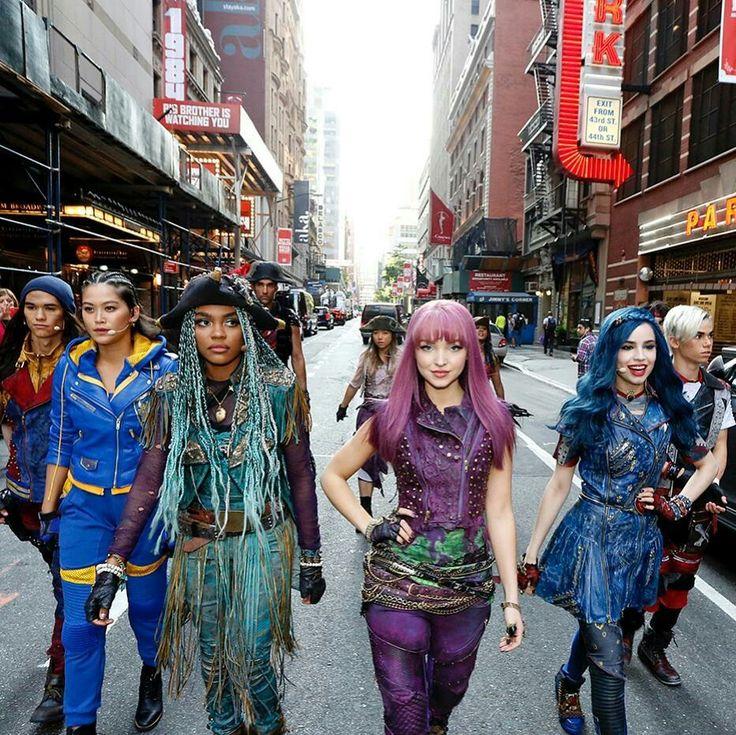 Dove cameron and the descendants 2 cast in new york city for Dove soggiornare a new york
