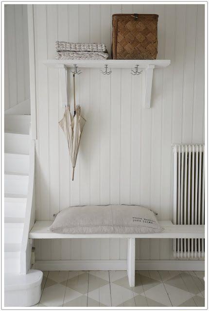 Simple clean entry way design