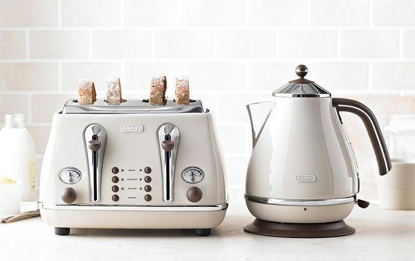 delonghi's vintage icona kettle + toaster | via life as a moodboard