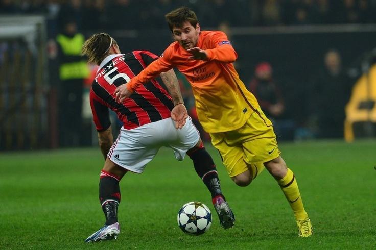 Milán 2-0 FC Barcelona   Leo Messi se marcha de Mexes. [20.02.13]