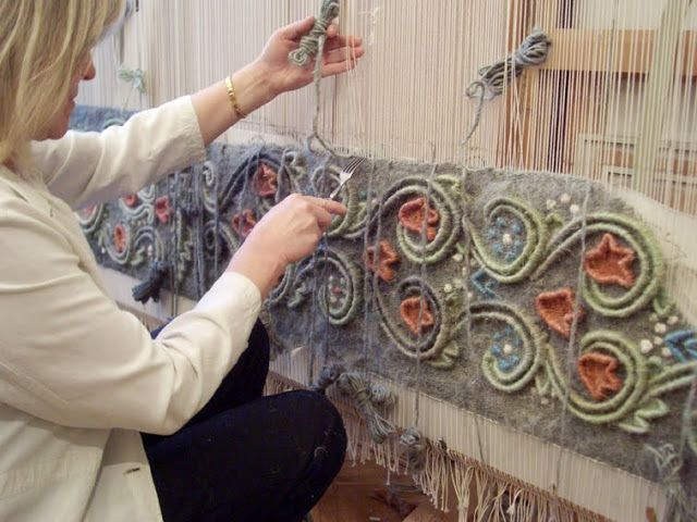 Anna Kubinyi. Weaving with relief techniques.