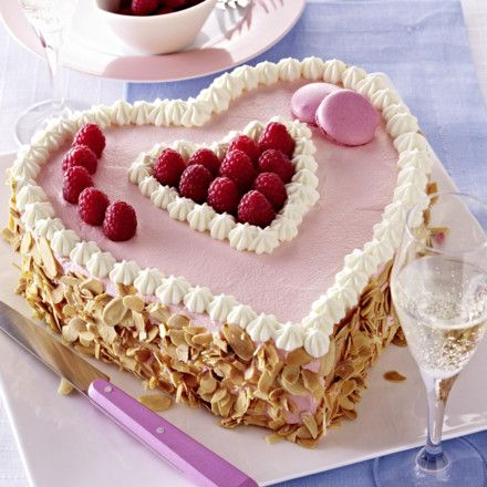 Himbeerherz-Torte Rezept | LECKER