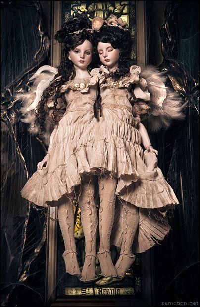 Dolls: 恋月姫 Koitsukihime  Outfit: Alice Auaa  Photography: Zhang Jingna twins girls doll