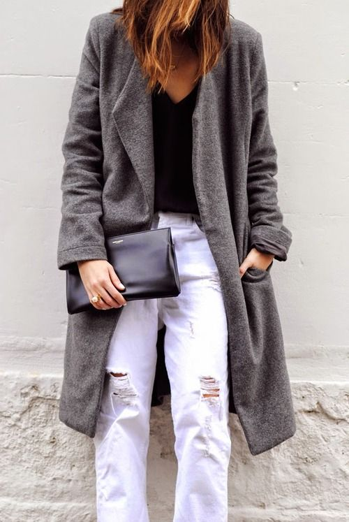 La cool  chic blog. Simple outfit: white pants, black tee and grey oversize coat