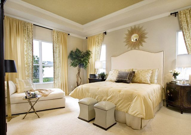 Cream bedroom decor room home bed white cream modern for Bedroom curtains designs
