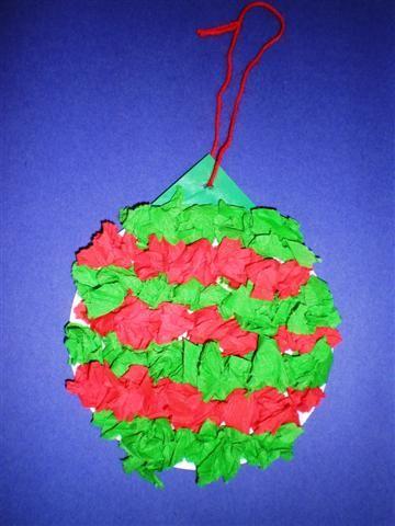 Kerstbal van crêppapier