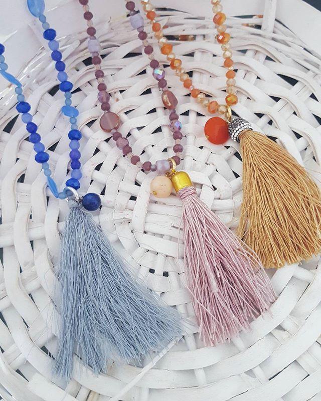 Collana lunga con nappine azzurro lilla e miele  #collane #love #argento #fashion #nero #madeinitaly #gioielli #handmade #beautiful #accessori #moda #tassel #jewels #jewelry #shopping #oro #accessories #instalike #labottegadiclaire #bijoux #fattoamano #instagram #instagood #follow4follow #collane #nappine #italy #handmade #necklaces #lilla