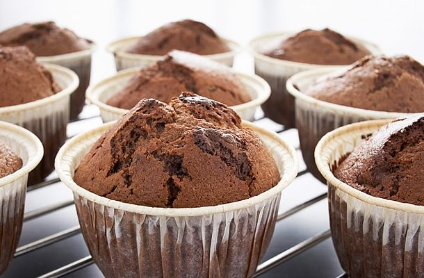 Amikor nincs idő hosszas sütögetésre, de ölni tudnál egy kis édességért, készíts csokis muffint, fél óra alatt megvan.