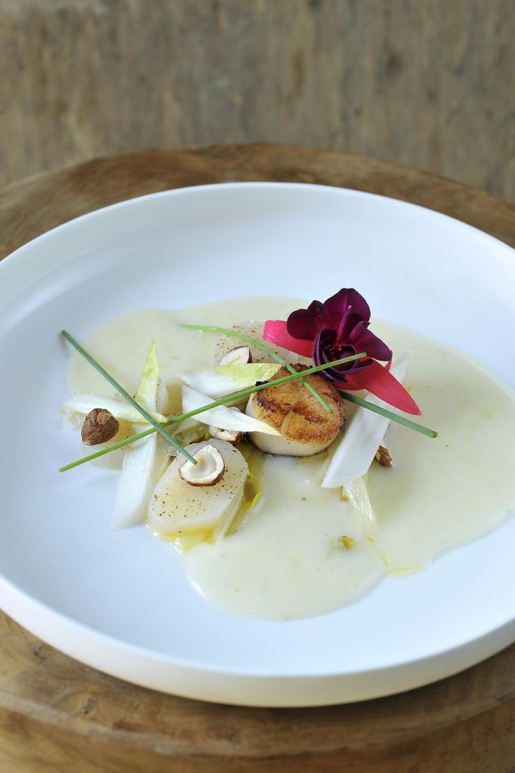 Soepje van aardpeer met coquilles http://www.njam.tv/recepten/soepje-van-aardpeer-met-coquilles