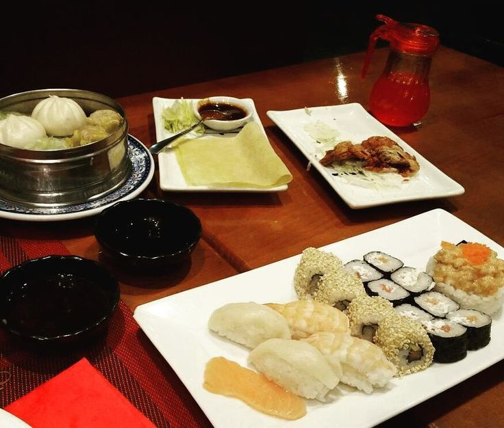 New Da Fa. Tienen SHUSI. Buffet! Cierran la cocina! Como por los ojos   #orientalfood #shusi #sushi #patopequinés #nigiri #temaki #tartar #tataki #salmontataki #maki #californiaroll #polloallimón #dimsum #tempura #curryrojo #rico #yummy #tasty #instafood #Virtsabe #noInsideOut #masaje #meencantanlosmasajes #9thlove #nuncasehaceelplan by nagatuitui