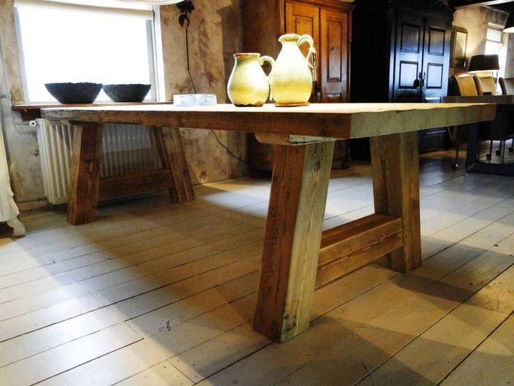 Balken tafel Colmar - Robuuste tafels - Unieke robuuste kloostertafels direct uit voorraad of geheel op maat gemaakt. Uw boomstamtafel, kloostertafel of strakke design tafel direct uit voorraad of uw tafel op maat geheel naar wens samengesteld!