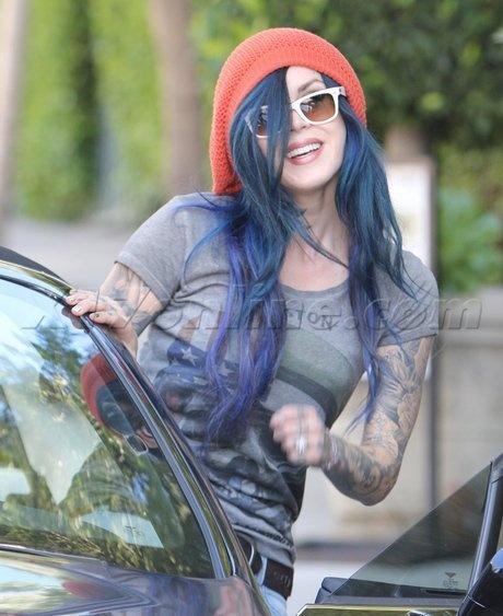 Kat Von D: style coordinating! Blue on blue on white!