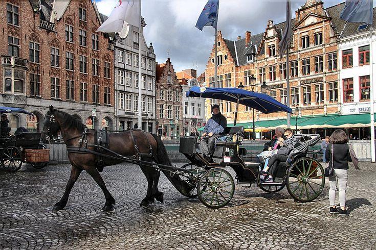 Bruges - trasura in Piata Mare #travelblogger #TravelPhotography #Travel #Bruges