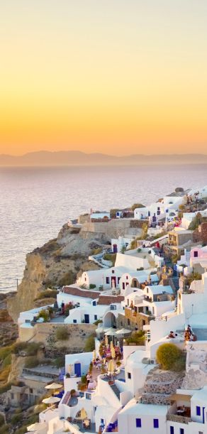 Watch the sun set from the tip of Oia in #Santorini, Greece.