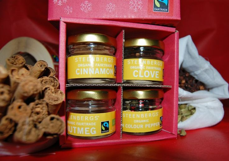 Fairtrade spice box of 4 mini spices #organic and #fairtrade. Cloves, cinnamon, four colour pepper and nutmeg - great for Christmas. Comes in a red box with snowflakes on it.