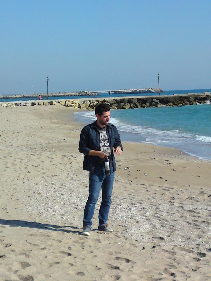 Alex Dima, in timpul filmarilor la reportajul despre vinul romanesc.