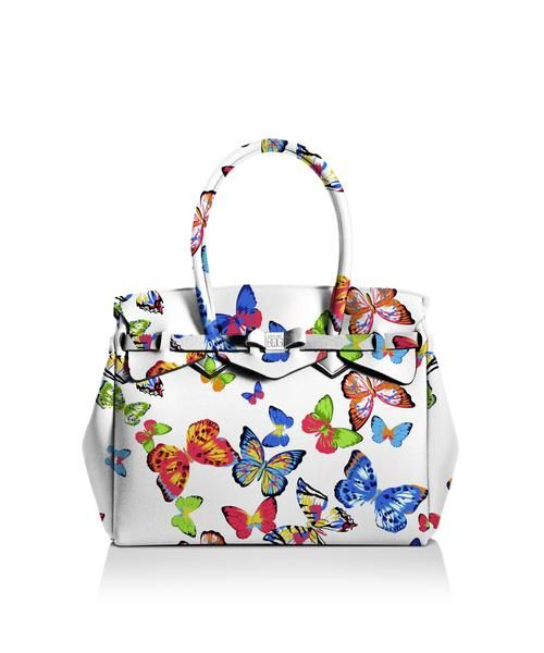 Our iconic tote just got bigger! The Miss 3/4 is the roomier version of our iconic tote. Perfect for women who never have enough room! Light, versatile and available in 30 colours.  Size  395 x 340 x 190 mm  510g  Made in Italy  Vegan Friendly  Made from Poly-Lycra Fabric   Butterfly  https://savemybag.com.au/collections/bags/products/miss-3-4-prints-butterfly
