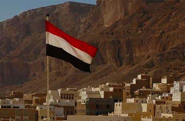 Dicekoki ide-ide rusak Yaman hentikan beasiswa ke Iran  SANAA (Arrahmah.com) - Departemen Pendidikan Yaman telah menghentikan beasiswa pelajar dan mahasiswa ke Iran dan memutuskan untuk tidak mengadopsi sertifikat sekolah yang diberikan oleh pemerintahan ilegal Syiah Houtsi sebagaimana dilansir MEMO Senin (23/1/2017).  Dalam pernyataannya Dr. Abdullah Lamlas Menteri Pendidikan Yaman di pemerintahan yang sah yang diakui secara internasional mengatakan bahwa pihaknya telah menghentikan…