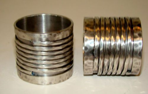 Vintage-MID-CENTURY-MODERN-Hand-Hammered-PEWTER-Modernist-NAPKIN-RINGS