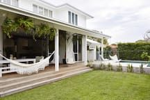 Magnolia House - Houses for Rent in Byron Bay