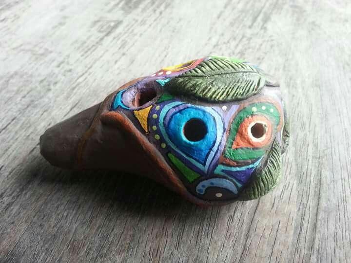 Ocarina de 4 hoyos con temas selvaticos amazónicos, hecho en arcilla natural cocida. Facebook: https://m.facebook.com/story.php?story_fbid=10154828197242717&id=755242716
