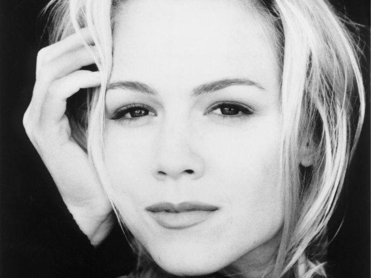 Jennie Garth ~ such a beautiful face