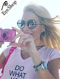 Ελένη Μενεγάκηφορώντας τα γυαλιά ηλίου Prada57TS