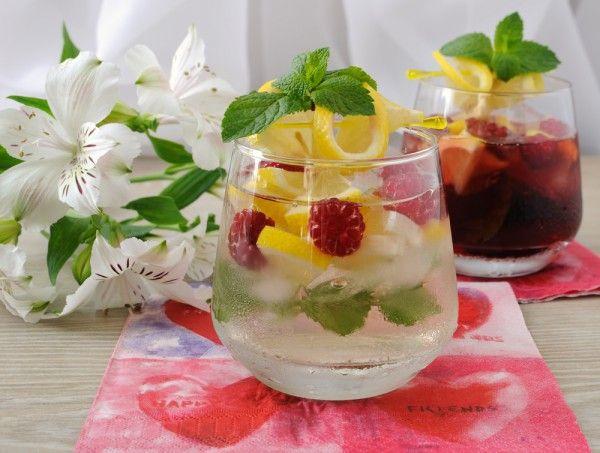 Лимонад с мятой и малиной, ссылка на рецепт - https://recase.org/limonad-s-myatoj-i-malinoj/  #Напитки #блюдо #кухня #пища #рецепты #кулинария #еда #блюда #food #cook