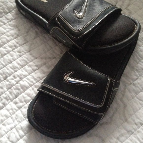 Nike slip on sandals Size 8 women's---- 7 in men's. Brand new I wore them once and they're way too big on me (I'm a 6) but the Nike is supposed to be brown lol they're not dirty. Adjustable top. Nike Shoes Sandals