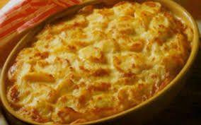 On y fait référence dès le XVe siècle, notamment dans les poèmes de Laurent de Médicis. Pelligrino Artusi en donne plusieurs recettes dans son livre de référence « La Scienza in cucina e l'Arte di mangiar bene ». Les gnocchis appartiennent à la famille...
