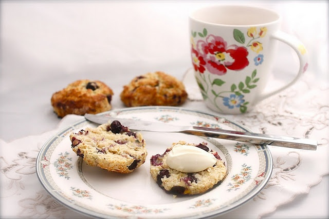 Blueberry and almond scones | Indulge | Pinterest