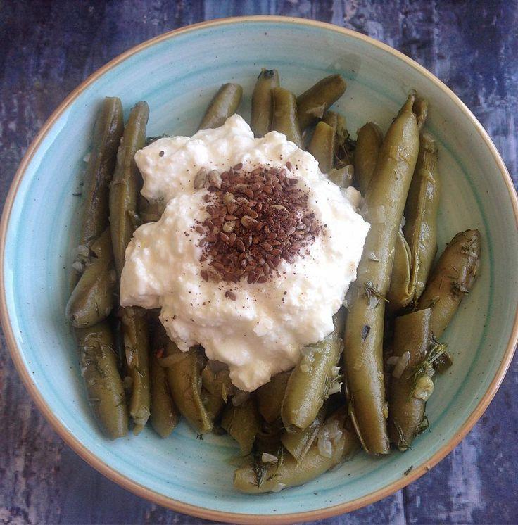 En güzel mutfak paylaşımları için kanalımıza abone olunuz. http://www.kadinika.com Taze bakla ve evyoğurdu ile sade öğle yemeği  Yoğurt üzerinde ofis Çekmece'mde  duran kavanozumdan ketentohumu dahil olmak üzere baharat karışımım ilavelendi ..Hafif ve pratiklik benim için önemli. Akşam pişirdim baklayı. Bugün benimle birlikte işe geldi   #diyet #diyetteyiz#diyetgünlüğü #diyettarifler #diyetkardesligi  #fitfood #fit #paleo #cleaneating #saglikliyasam #sağlıklıbeslenme  #gramdiyetim  #foodpics…