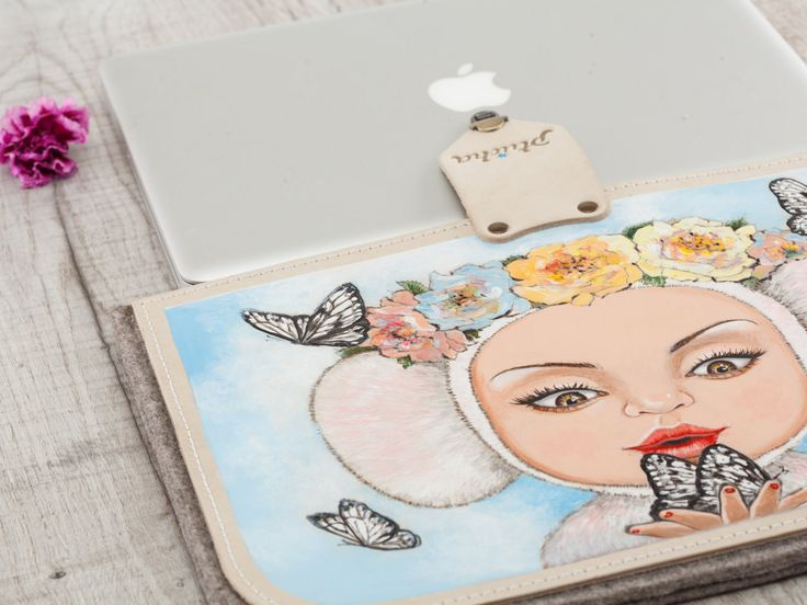 The soft felt case, with additional leather panels, perfectly protects the MacBook from bumps and scratches. The print is applied by hand, using a pyrogravure technique, with the additional drawing using coloured inks. Print resistant to abrasion and moisture. #case #leather #sleeve #handpainted #handcrafted #handmade #girl #felt #fashion #laptop #macbook #air #macbook #pro #Butterflies #leather #felt #кожа #войлок #фетр #cuir #pelle #leder #leer #piel #feltro #vilt #sentido
