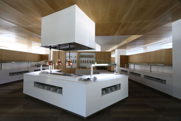 Silestone Blanco Zeus, our #TopsOnTop white, reigns in the buffet counters of the Hipotels Gran Playa de Palma. Thanks to its extraordinary qualities such as ease of cleaning and daily maintenance, it is the perfect choice for these specific applications. Architect/ Design: Architectural studio MORRO & SERRA #architecture
