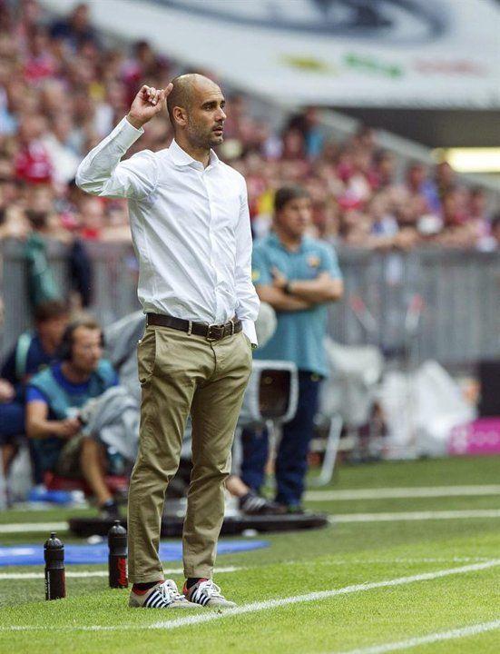 BAR50. MUNICH (ALEMANIA), 24/07/2013.- El entrenador del FC Bayern Múnich Pep Guardiola da instrucciones a su equipo durante el partido amistoso de la Copa Uli Hoeness que su equipo ha disputado contr