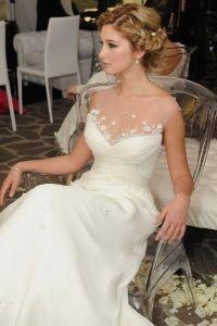 http://www.lemienozze.it/operatori-matrimonio/trucco_e_acconciatura/fashion_mood/media  Acconciatura raccolta e trucco sfumato su chiare tonalità