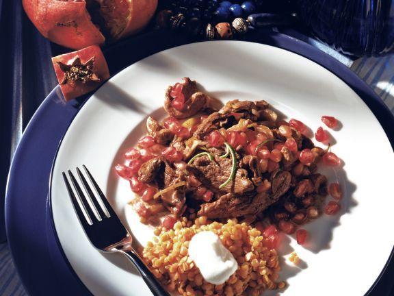 Rindsgeschnetzeltes mit Granatapfel und roten Linsen ist ein Rezept mit frischen Zutaten aus der Kategorie Hauptspeise. Probieren Sie dieses und weitere Rezepte von EAT SMARTER!