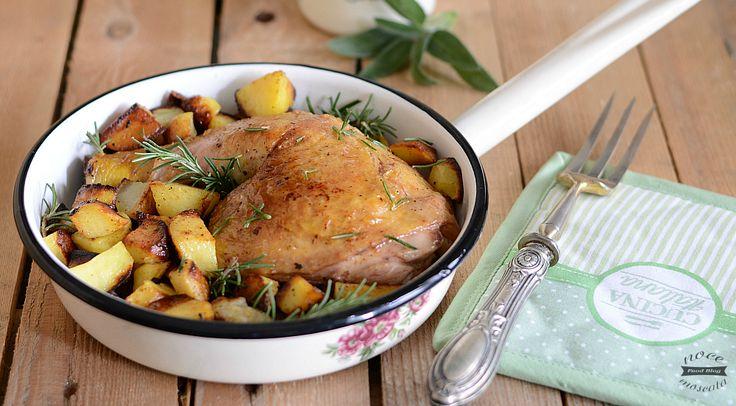Croccante fuori e morbido dentro, il Pollo rosolato al vino mantiene tutto il sapore e la croccantezza della cottura in forno, patate comprese!