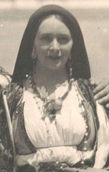 Edina Altara col costume di Oliena...