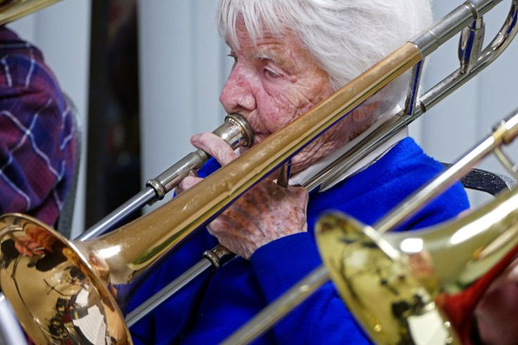 SOUTH PASADENA — Helen Cargo's pink nails strummed against a table as the rest of the South Pasadena Community Band began to warm up their instruments for their weekly practice.