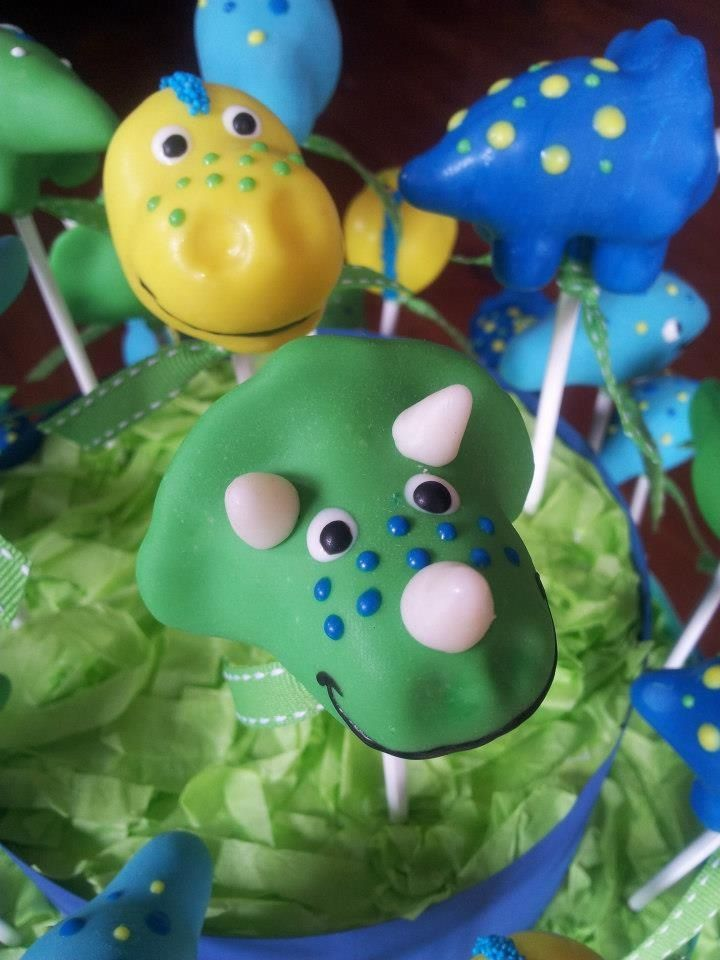 Dinosaur cake pops | Triceratops cake pop
