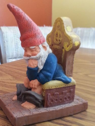 Rien-Poortvliet-Gnome-Artina-Theodor-110-On-the-Throne-Pondering-Life-Statue