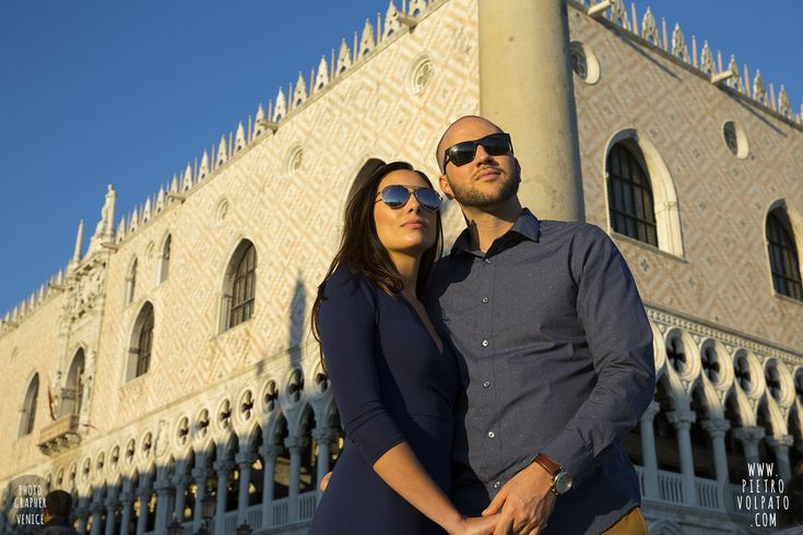 Venice photographer for engagement photoshoot – photos of lovers taken during walking tour – pictures of romantic couple vacation