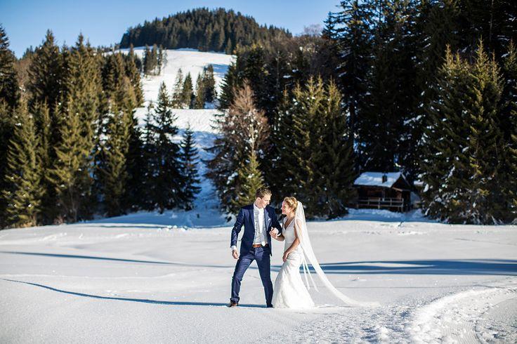 Winter wedding in the snow in Austria. Destination wedding by Dario Endara Photography