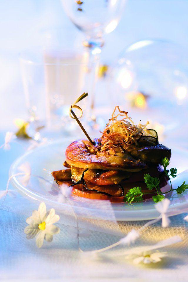 <p><strong>Ingrédients:</strong><br />1 foie gras de canard cru de 600 g<br />4 pommes reinettes<br />2 radis noirs<br />3 cuil. à soupe de miel<br />50 g de beurre...