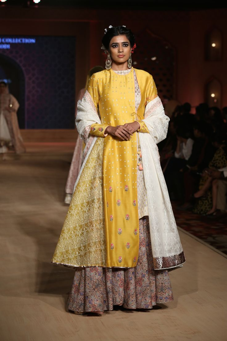 Bajirao Mastani | Mastani dress, Indian look, Fashion
