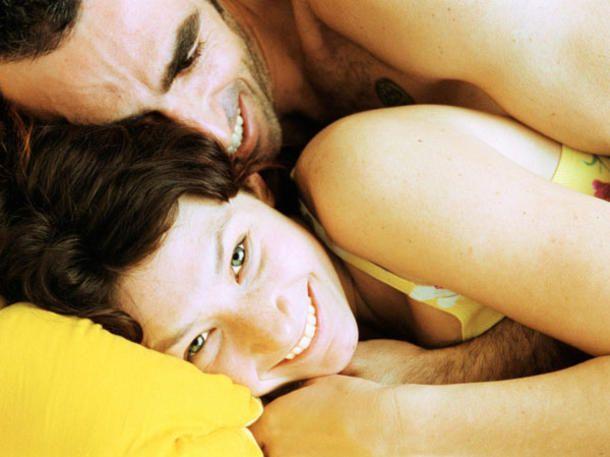 Anregendes Fünf-Gänge-Menü statt Fast Food: Wer im Bett die Langsamkeit wiederentdeckt, kann ausgiebig und mit allen Sinnen genießen: Trend Slow Sex!