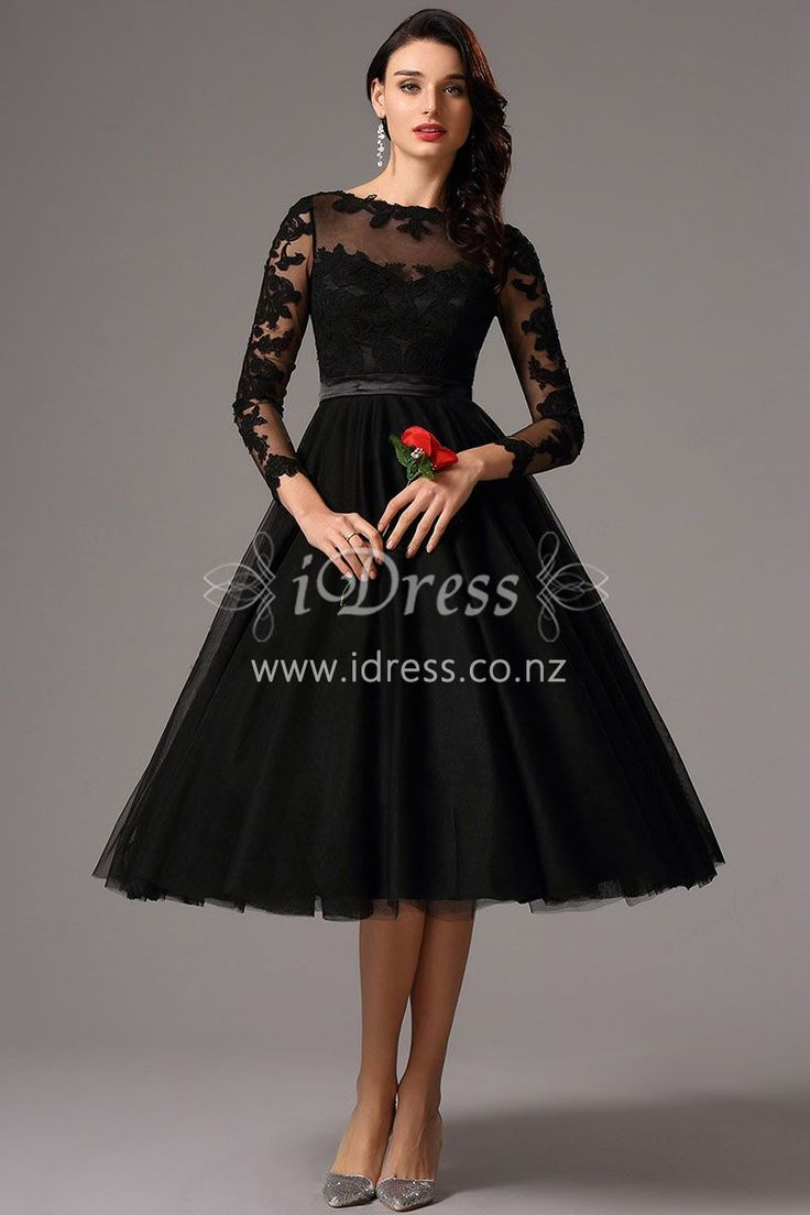 This elegant knee-length A-line dress comes in black and homecoming style, also suitable for evening parties! Floral lace appliqued on the top and sheer fabrics form an illusion neckline. An inbuilt cummerbund defines the waist.