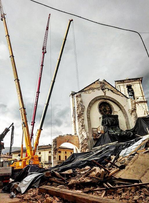 Messa sicurezza facciata basilica Norcia - http://www.sostenitori.info/messa-sicurezza-facciata-basilica-norcia/265315